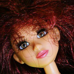 チリチリの人形の髪
