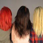 カラフルな髪をした女性3人