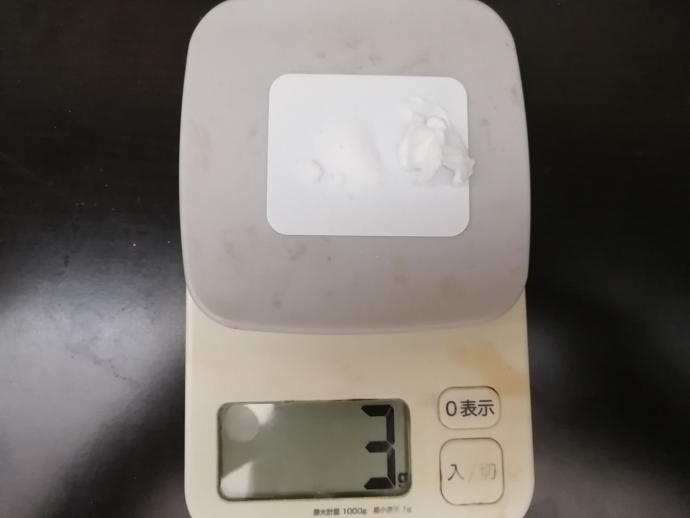 計量器でジョレン1剤2剤測る