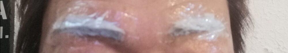 エピラットを眉毛に塗布してラップ